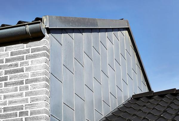 blank zink facade med blindfals