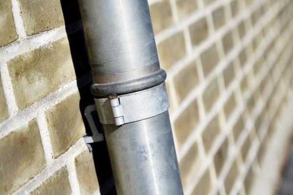 arkitekt tagrender og nedløbsrør i blank zink